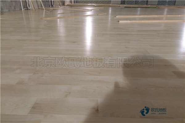 松木篮球木地板怎么选