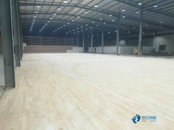松木体育馆木地板价格是多少钱?