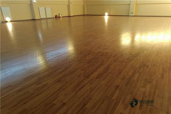 学校运动馆地板施工流程