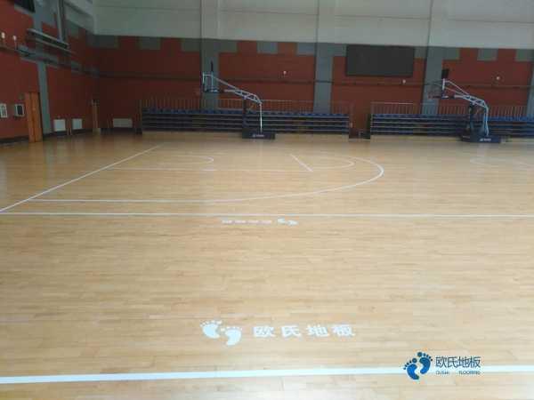 枫木排球馆木地板翻新施工