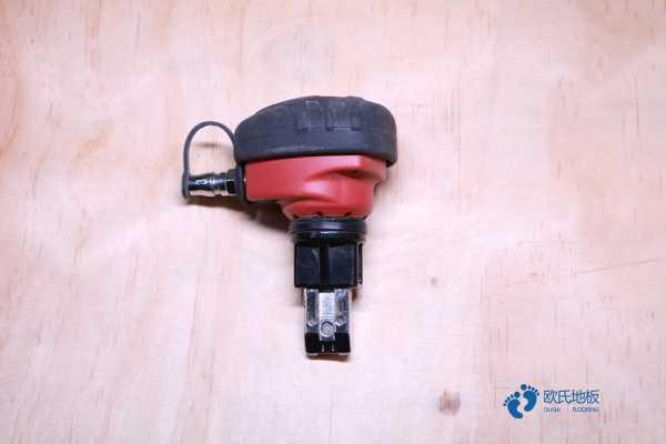 橡胶木篮球场地木地板造价是的多少?