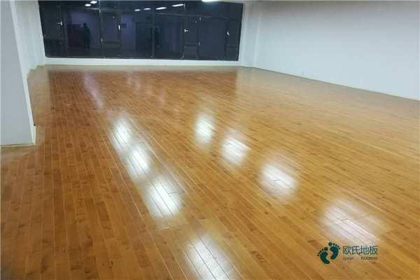 弹性体育场馆地板