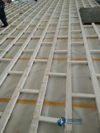 定制体育场地地板安装公司