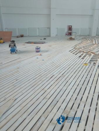 用哪种专业体育木地板