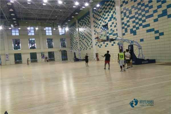 悬浮篮球场馆木地板施工团队