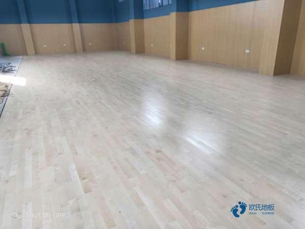 篮球场地板哪个牌子更好