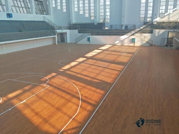 篮球木地板上画线