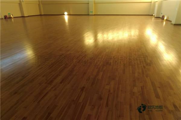 篮球木地板如何铺