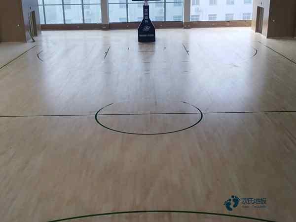 篮球木地板很脏怎样清洗
