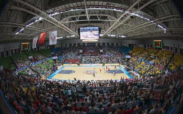 篮球馆木地板上画线