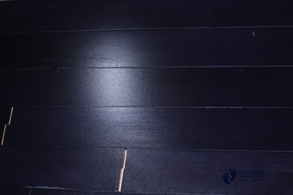 柞木篮球场地地板怎样保养