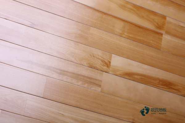柞木篮球场地板如何保养