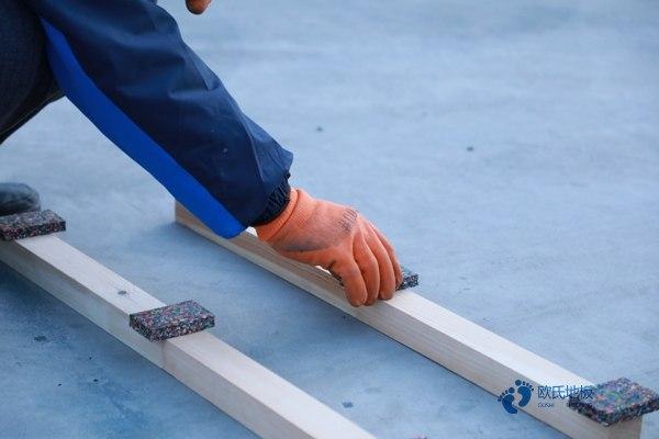 篮球馆木地板铺完多厚