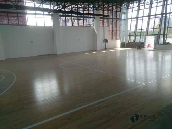 柞木篮球场馆木地板如何保洁