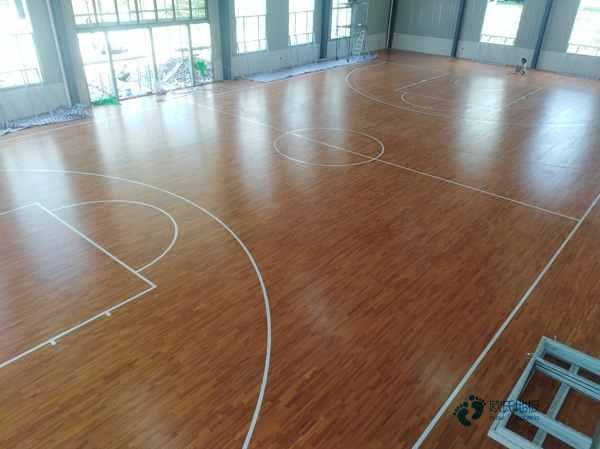中等篮球地板施工团队