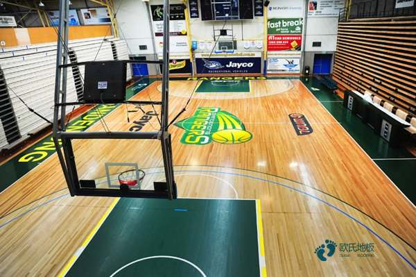 中等篮球馆地板施工队