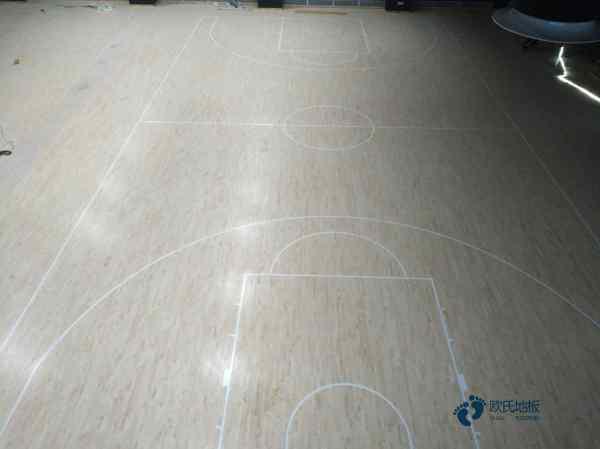 运动型地板清洁用什么