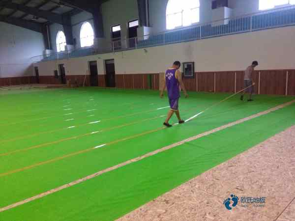 体育场地地板每平米价格