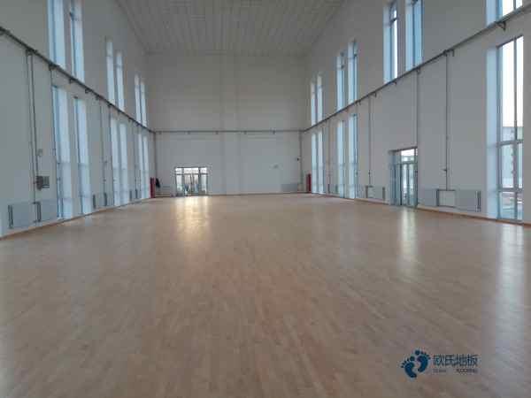 单层龙骨体育馆地板保养方法