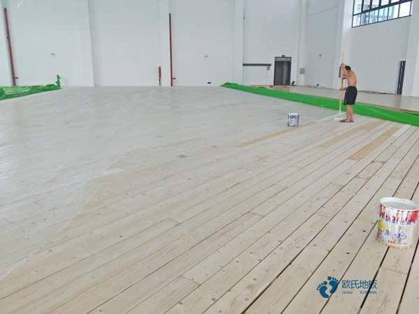 单层龙骨运动体育木地板怎样保养