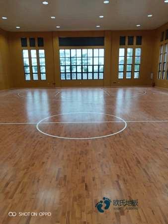 双层龙骨体育场木地板如何保洁