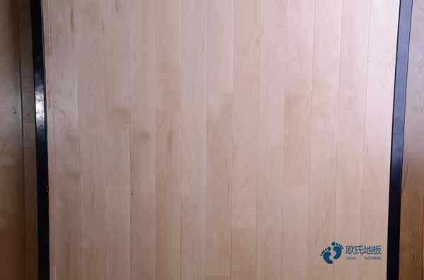 悬浮式篮球运动木地板配色