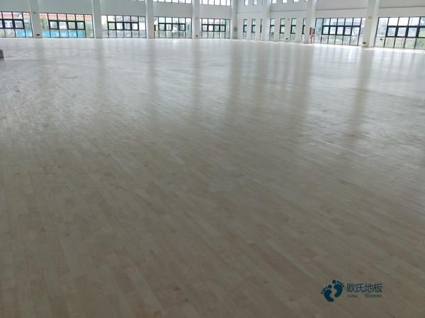 国标体育场地木地板安装公司