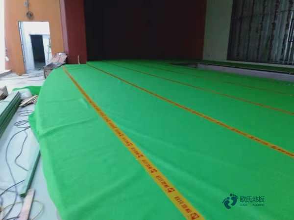 国标体育篮球地板安装公司