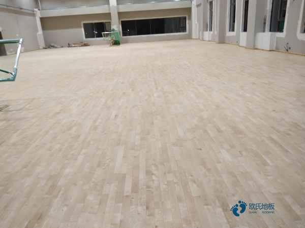 大学体育场地地板安装公司