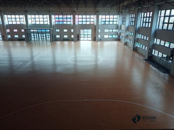 大学篮球场馆木地板安装公司