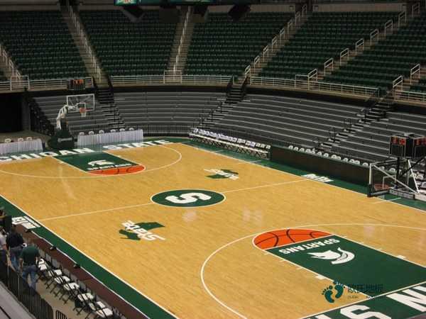 学校篮球场地板适合篮球馆吗